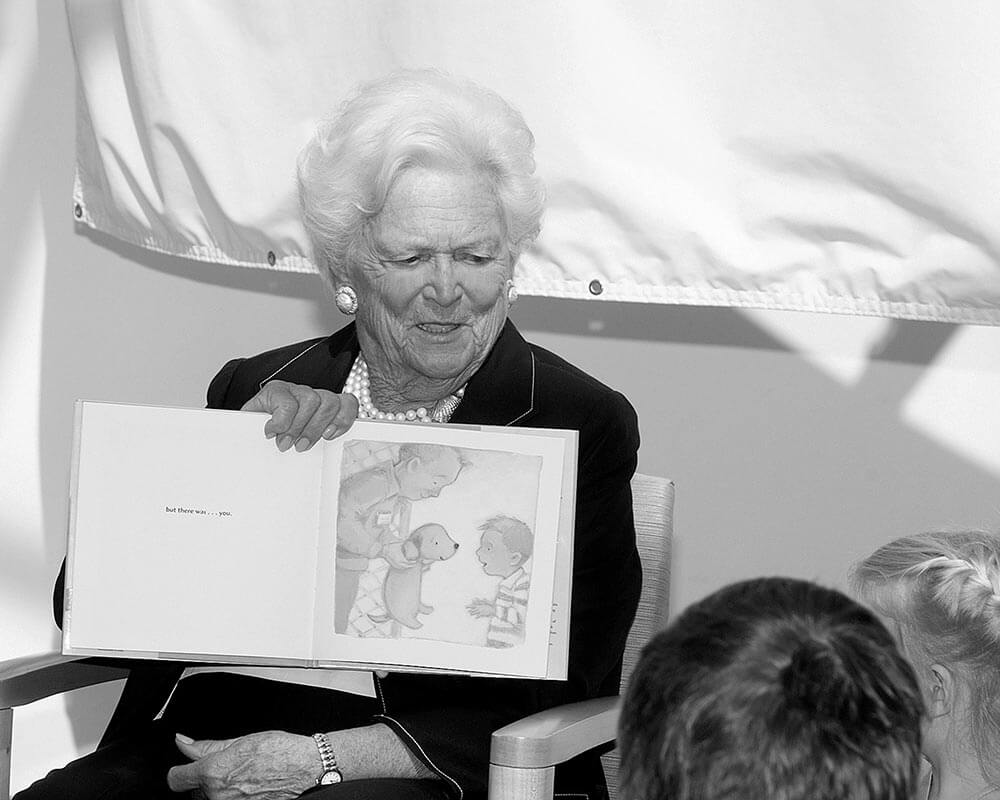 Barbara Bush reads at the children's hospital